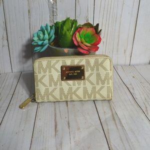 Michael Kors Small Jetset Wallet